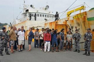 Illegaal vissersschip met 30 (!) kilometer netten aan de ketting gelegd in Indonesië 184