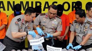 Moslimjacht op alcohol doet Indonesiërs grijpen naar giftige alcohol, aantal doden loopt snel op 189