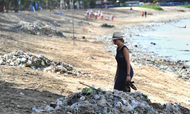 Toeristische trekpleister van Bali is nu een zee van afval 1j10