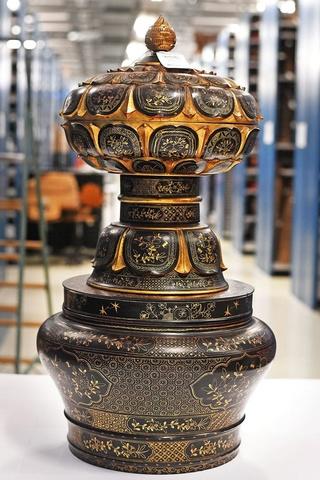 Koloniale collectie stelt musea voor de vraag: Wat te doen met onze roofkunst? 315