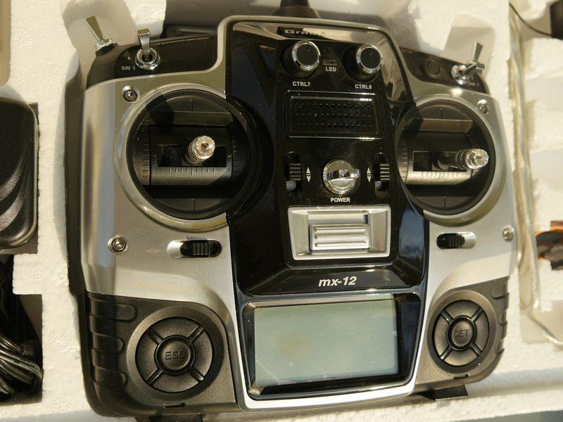 [VENDU] Radio commande 2,4 ghz Graupner MX12, reste 1 récepteur GR12 P1020512