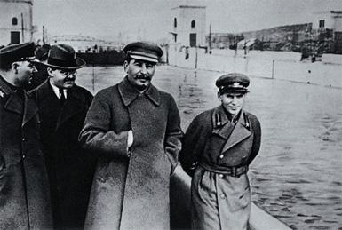 CHAT 4 - PARTIE BLITZKRIEG! - Page 6 Stalin10