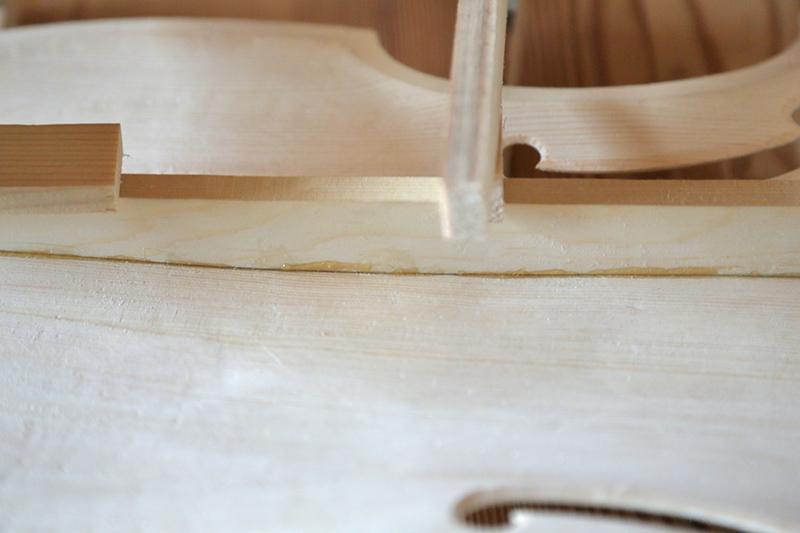 Découverte de la lutherie et fabrication d'une viole de gambe... - Page 18 06_mar11