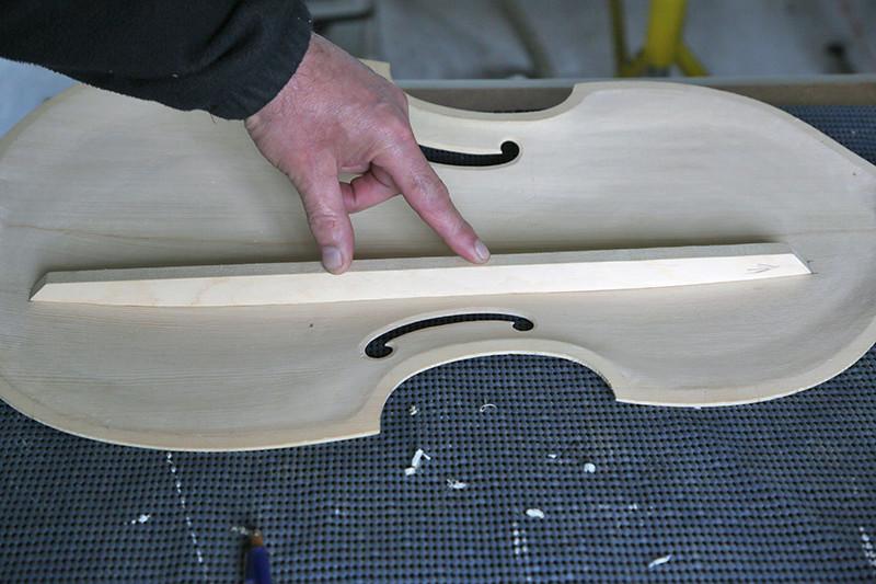 Découverte de la lutherie et fabrication d'une viole de gambe... - Page 18 06_mar12