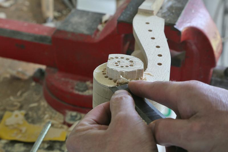 Découverte de la lutherie et fabrication d'une viole de gambe... - Page 20 13_mar11