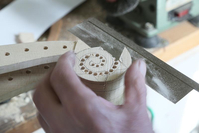 Découverte de la lutherie et fabrication d'une viole de gambe... - Page 20 13_mar12