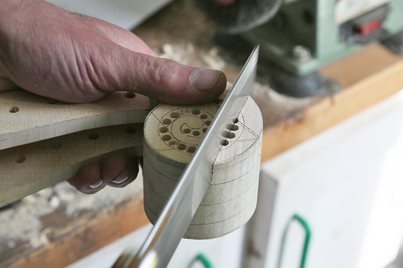 Découverte de la lutherie et fabrication d'une viole de gambe... - Page 20 13_mar21