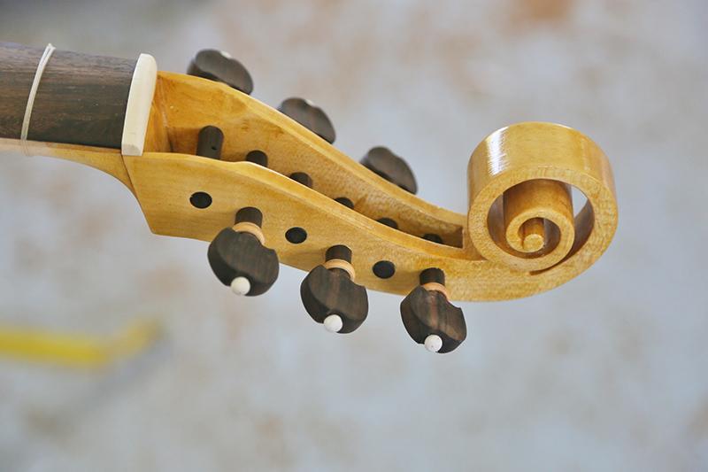Découverte de la lutherie et fabrication d'une viole de gambe... - Page 32 15_avr13