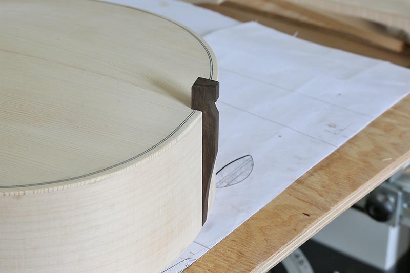 Découverte de la lutherie et fabrication d'une viole de gambe... - Page 21 15_mar11