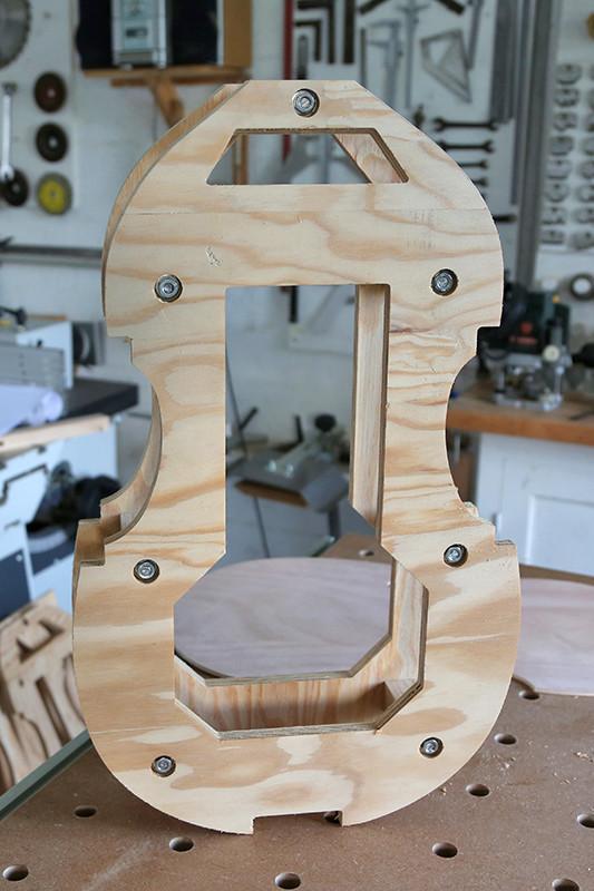 Découverte de la lutherie et fabrication d'une viole de gambe... - Page 5 19_jan11
