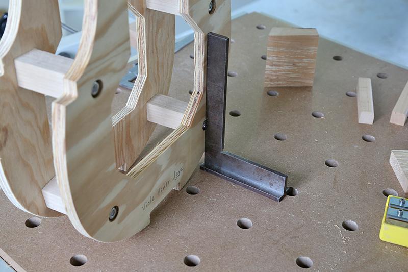 Découverte de la lutherie et fabrication d'une viole de gambe... - Page 6 20_jan10