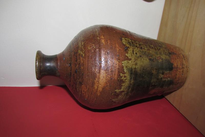 Pot by 'Barker' anyone any ideas? Img_4523