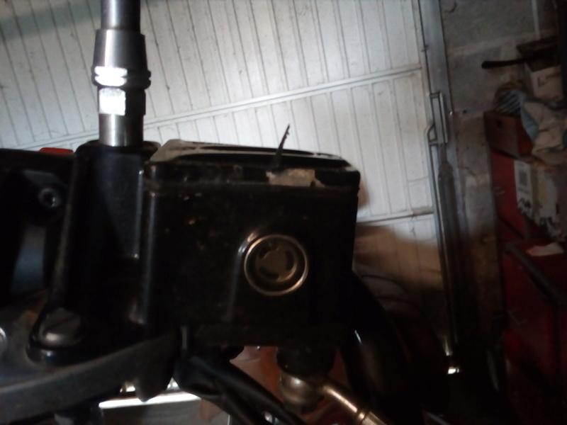 peinture couvercle maitre cylindre de frein Img_2088