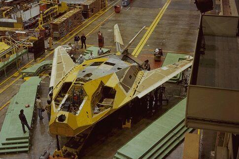 Area 51...konspirasi tak terungkap?? F-117a10