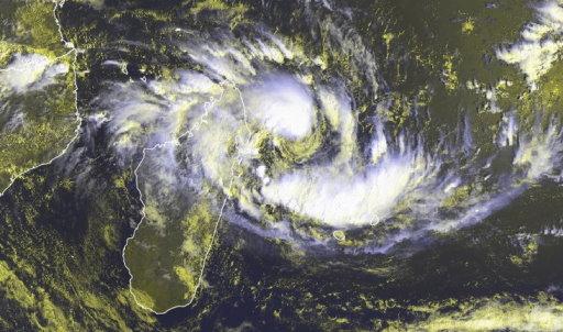 phénomènes climatiques à répétition : cyclones - Page 26 Ava3_110