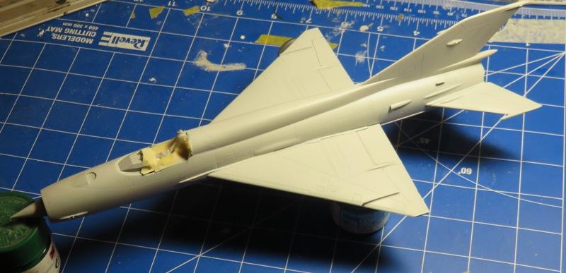 Mikoyan Gurevitch MiG-21MF  [ITALERI 1/48] Img_7434