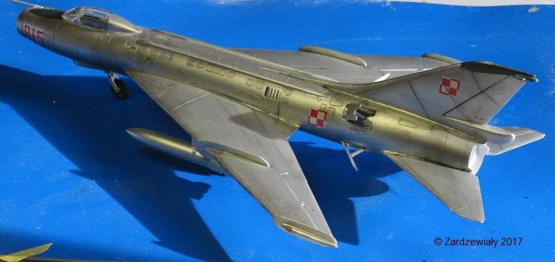 Sukhoi Su-7 [SMER 1/48] - Terminé Img_7614