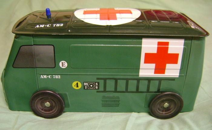 Les jouets militaires en tôle, plastique ou bois. - Page 3 Dsc02913