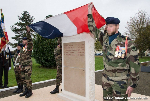 STELE DU CPA 10  Base d'Orléans-BRICY le 10.11.17 210