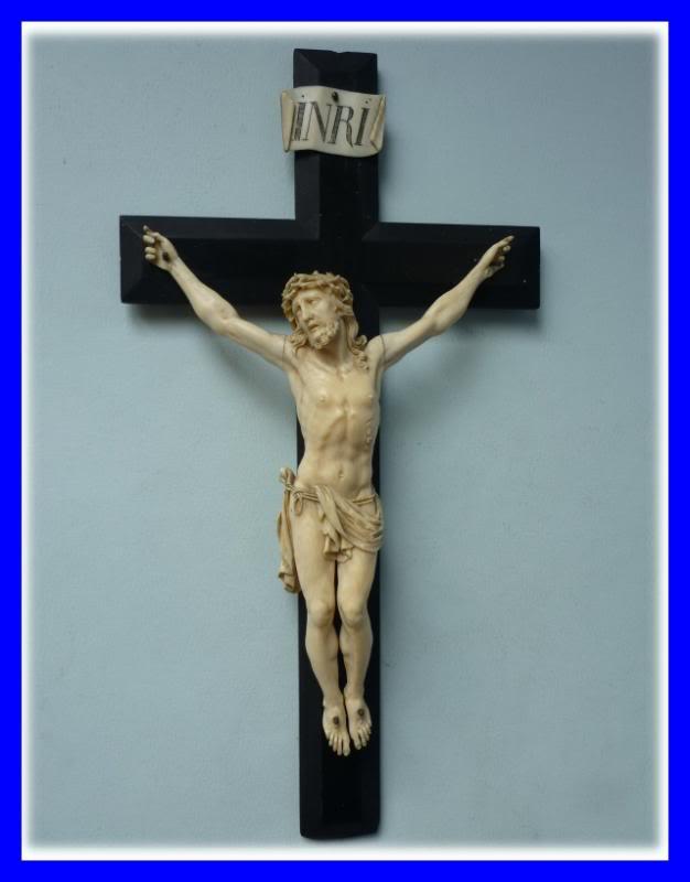 Crucifix 03190310