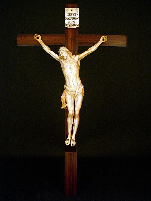 Crucifix Apimg12