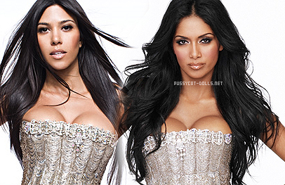 Kome bolje stoji haljina? Kourtney VS Nicole Winter10