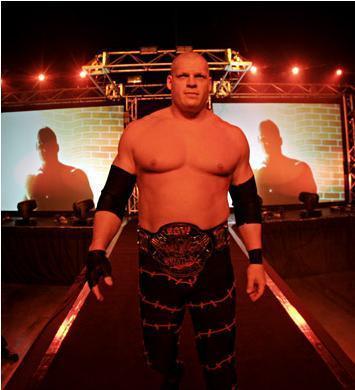 Que va faire Kane ce mardi à la ECW ? Kane-110