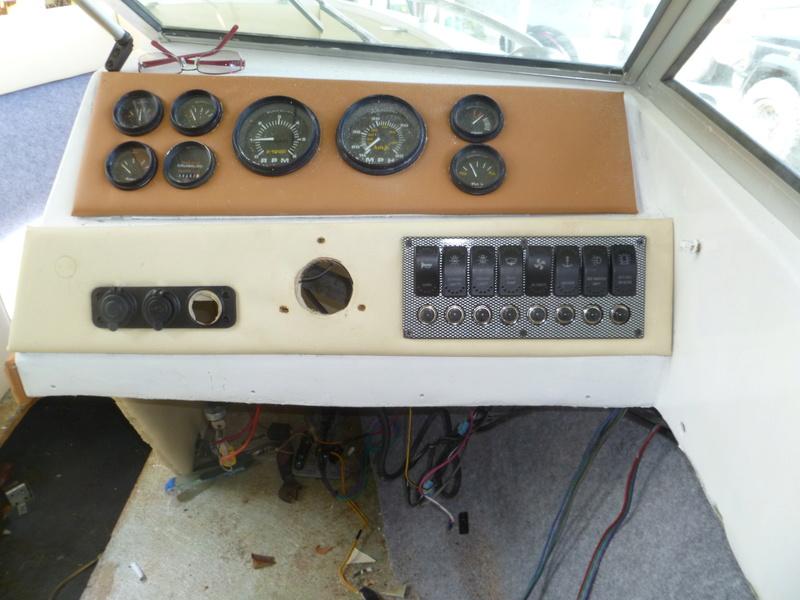 Démontage d'un bateau a moteur et réfection totale - Page 2 P1050810