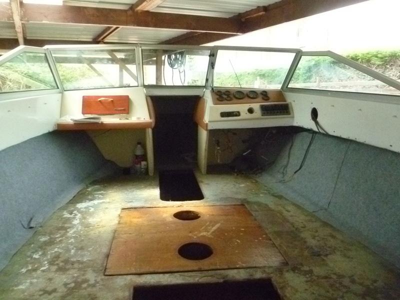Démontage d'un bateau a moteur et réfection totale - Page 2 P1050813