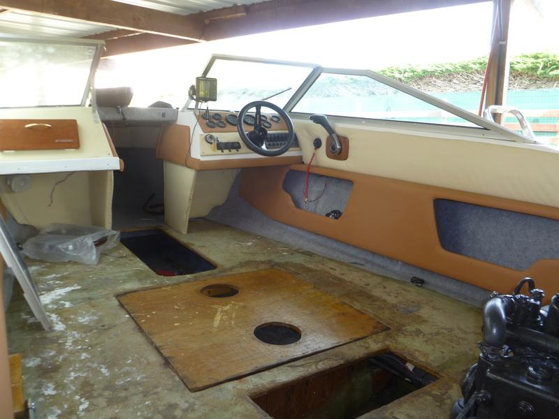 Démontage d'un bateau a moteur et réfection totale - Page 2 P1050926
