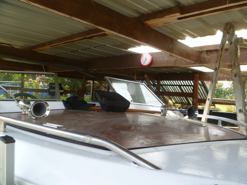 Démontage d'un bateau a moteur et réfection totale - Page 2 P1050927