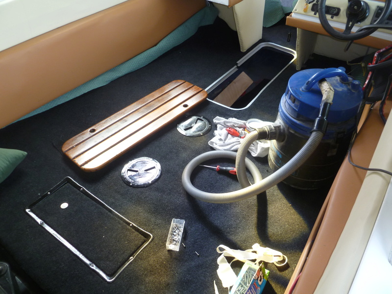 Démontage d'un bateau a moteur et réfection totale - Page 2 P1060013