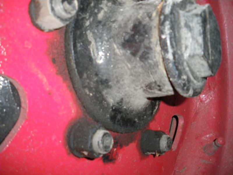 U411 ponts banjo - fuite d'huile à la roue arrière droite 2010-059