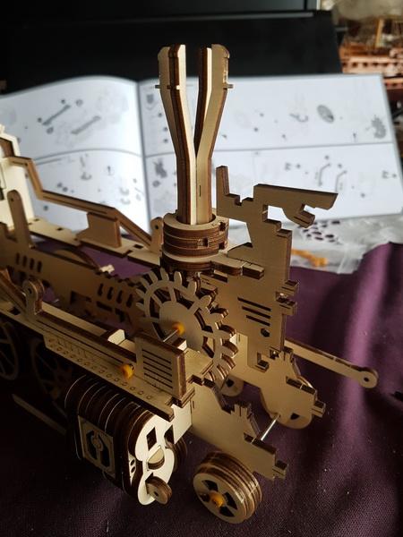 """La locomotive à vapeur en bois de chez """"Nature & Découvertese""""  Loco_m14"""