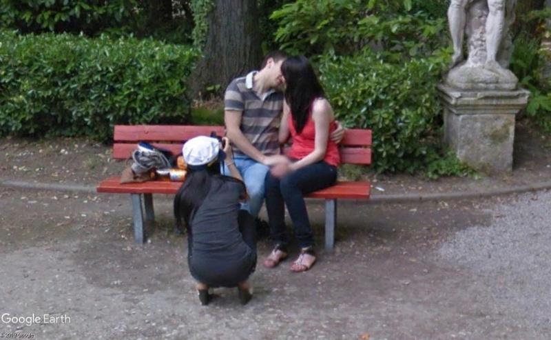 """STREET VIEW : embrassez-vous ... vous êtes photographiés ! (Répliques de la photo """"Le baiser de l'Hôtel de Ville"""" de Robert Doisneau) - Page 3 Baiser10"""