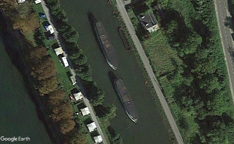 Street View: Les étrangetés du patrimoine wallon. - Page 2 Bateau13