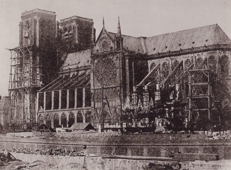 """Incendie majeur à la cathédrale Notre-Dame de Paris: toute la charpente """"est en train de brûler""""  - Page 2 Bayard10"""