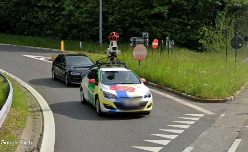 STREET VIEW : la Google car dans tous ses états ! - Page 11 Car10