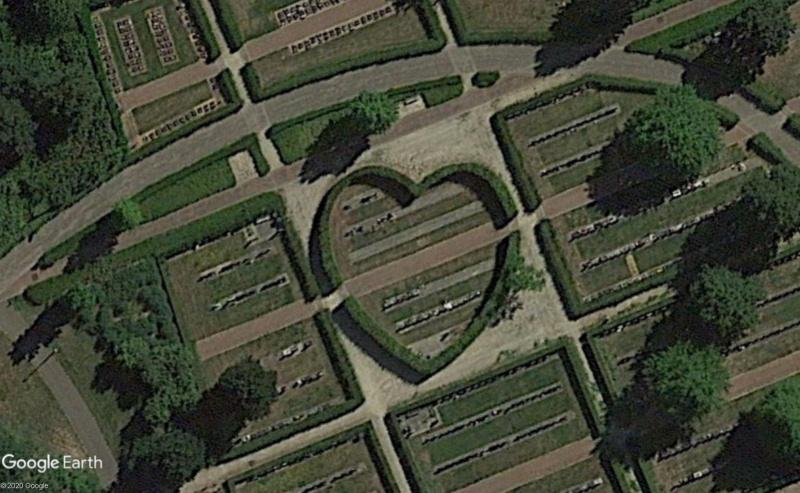 Les cœurs découverts dans Google Earth - Page 9 Cimeti11