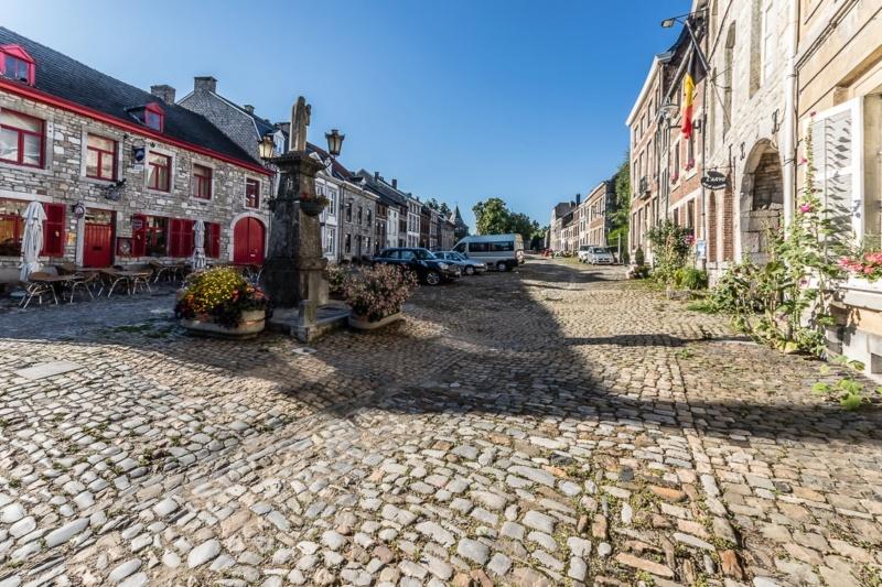 Street View: Les étrangetés du patrimoine wallon. - Page 4 Limbou10