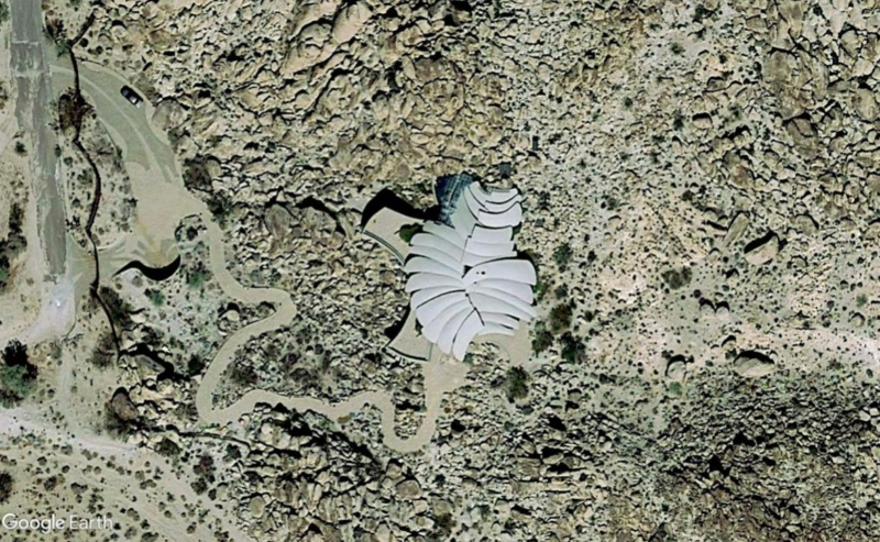 Lieux de tournage de vidéo-clip découverts avec Google Earth - Page 5 Maison40