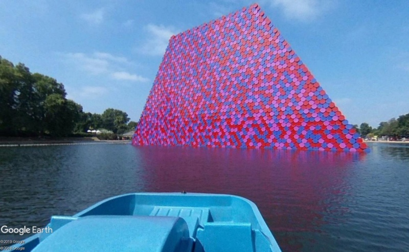 """The London Mastaba"" de Christo et Jeanne-Claude, Londres (Angleterre) Mastab11"