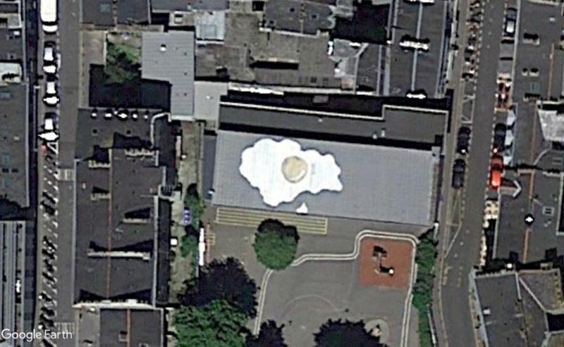 Les quatres oeufs au plat sur les toits de Nantes (France) Oeuf10