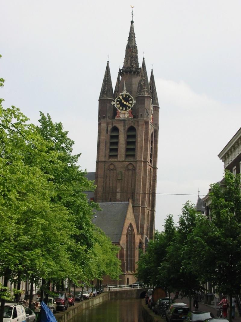 """Les constructions et monuments """"penchés"""" - Page 4 Oude_k10"""