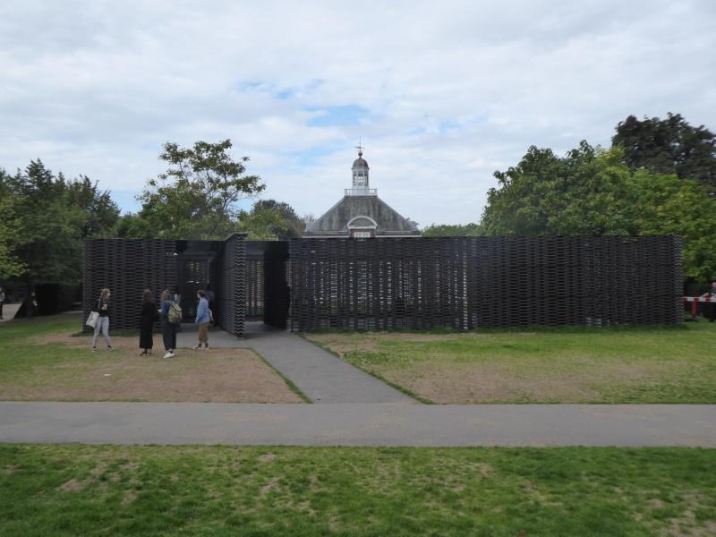 Evolution des pavillons d'été de la Serpentine Gallery à Londres - Royaume-Uni - Page 2 P1080810