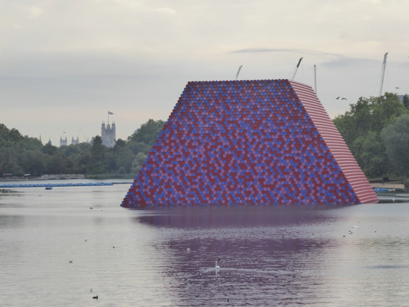 """The London Mastaba"" de Christo et Jeanne-Claude, Londres (Angleterre) P1080811"