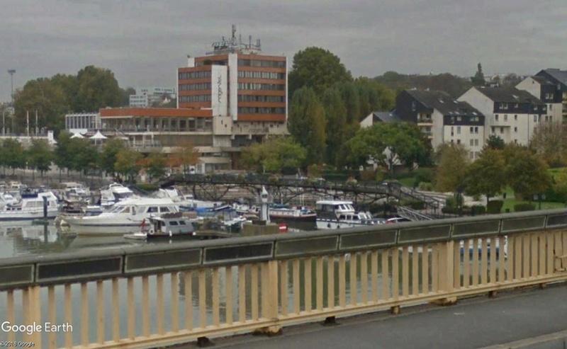 Street View: Bâtiments déplacés Passer11