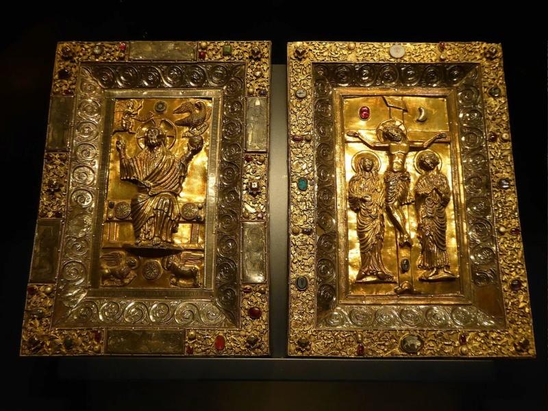 A la découverte de nos chefs d'œuvre d'art et d'histoire... - Page 7 Plats_10