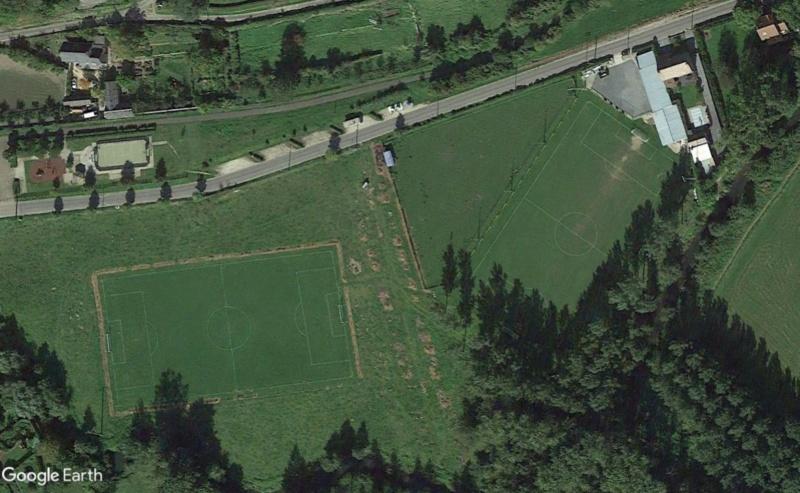 Terrains de foot insolites - Page 5 Terrai17