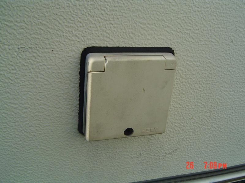 Prise électrique extérieure Dsc03112